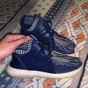 Adidas tennis shoes (size 9)